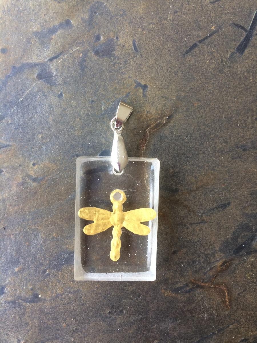 Hanger met goudkleurige Libelle